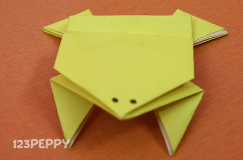 How to Make a Jumping Frog with Color Paper