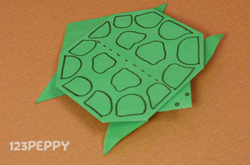 How to Make a Turtle with Color Paper